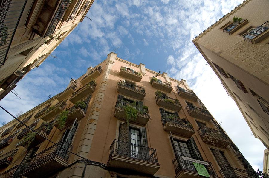 Типичные балконы зданий Готического квартала