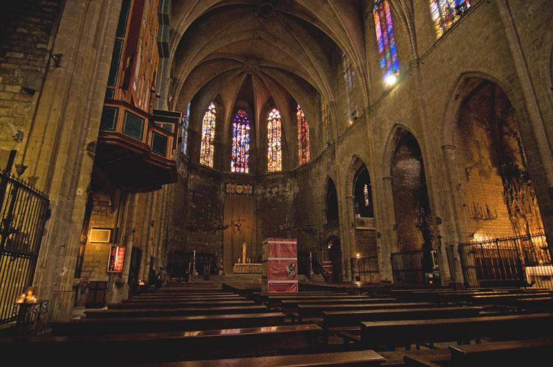 Абсолютно пустая церковь