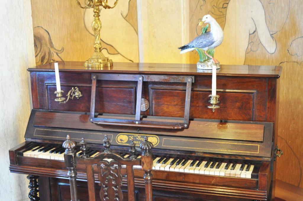 пианино в дворце Пена.
