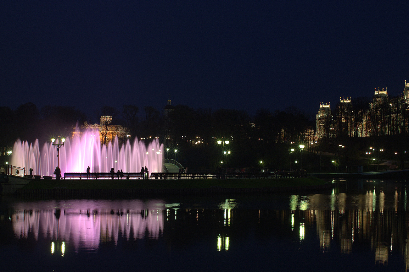 ночной фонтан и дворец Царицыно