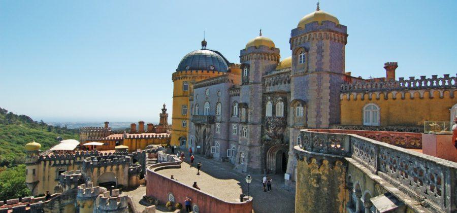 Дворец Пена — самая раскрученная достопримечательность Синтры