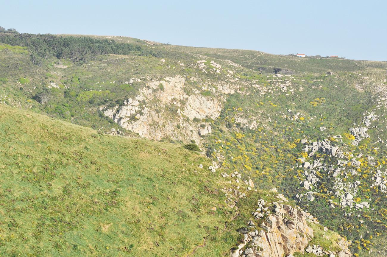 Брутальные холмы возле Мыса Рока