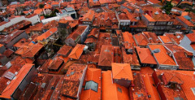 Порту : свет ярких черепичных крыш