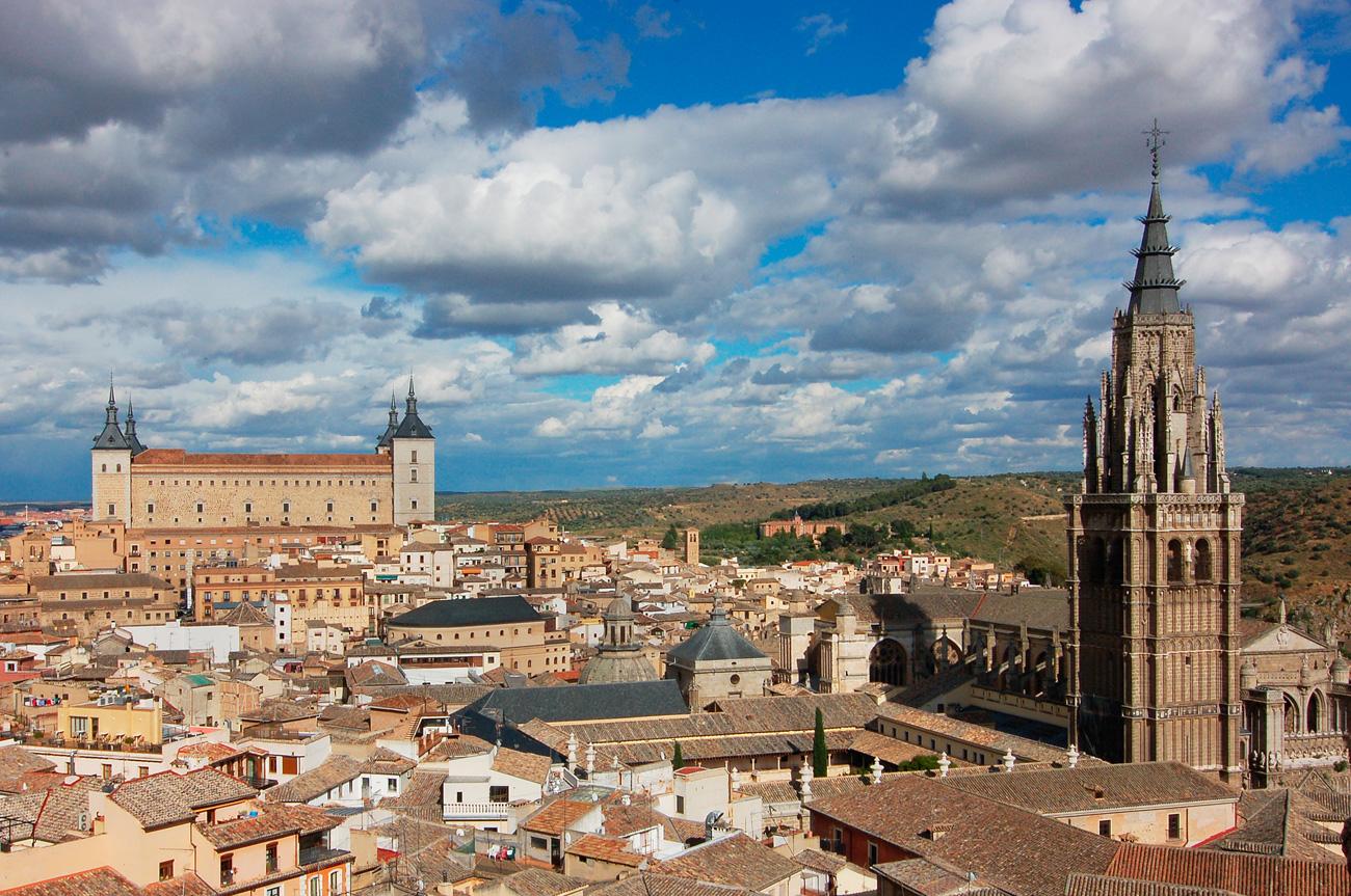 Вид на Толедо с смотровой площадке Iglesia de San Ildefonso