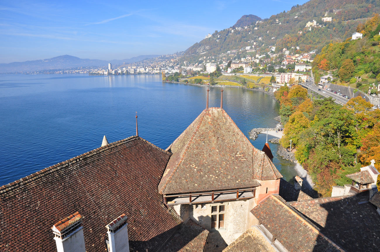 Вид на Женевское озеро со стен Шильонского замка