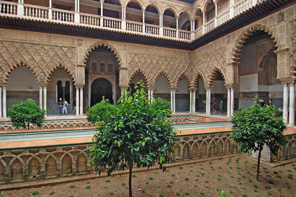 Внутренний дворик дворца Алькасар
