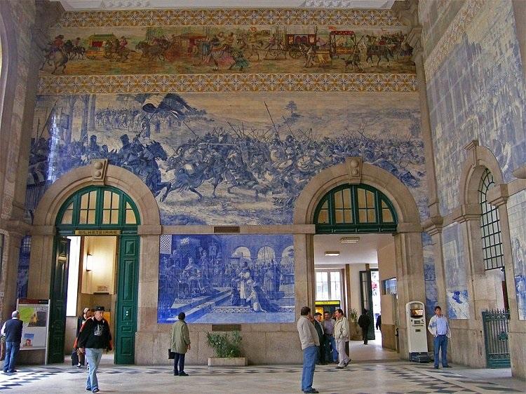 внутри вокзала Сан Бенту