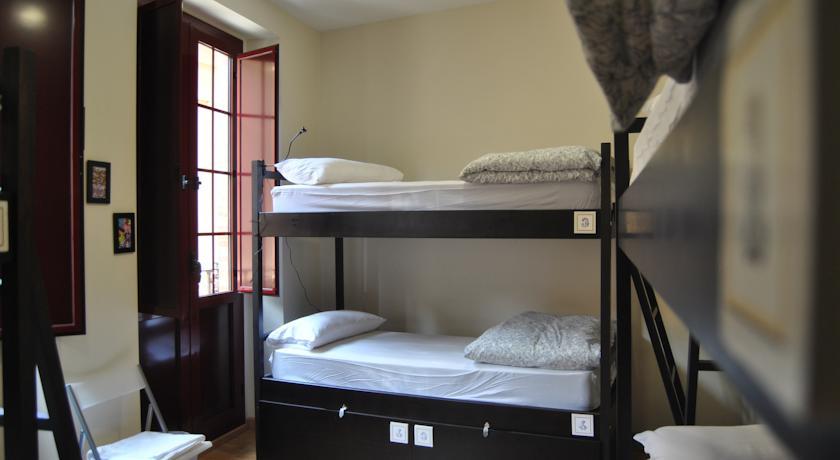 Общий номер в отеле Grand Luxe Hostel