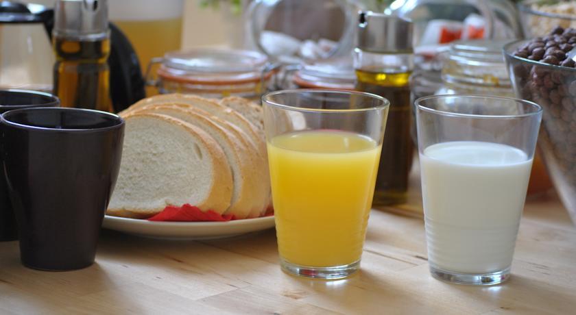 Завтрак в отеле Grand Luxe Hostel