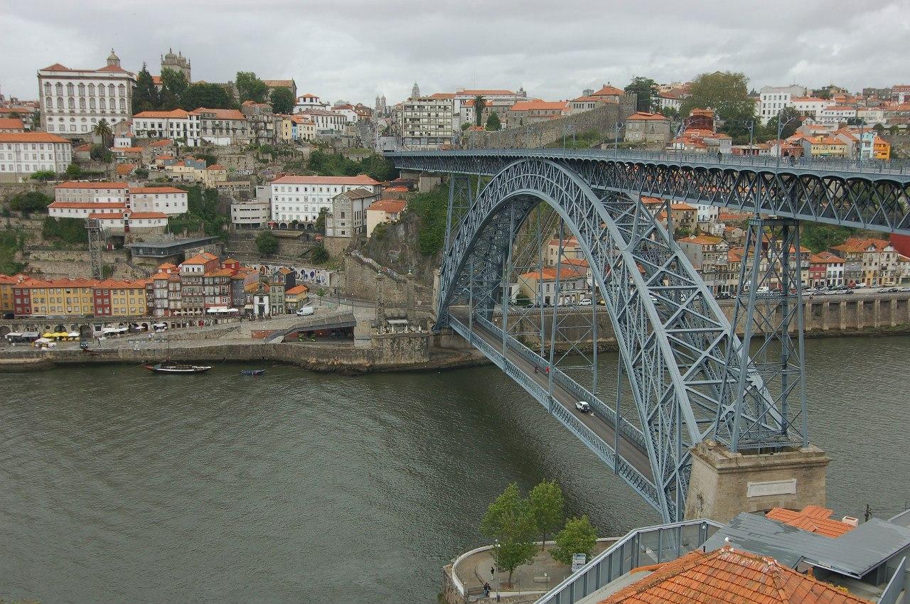 Виды на мост Эйфеля с другого берега реки