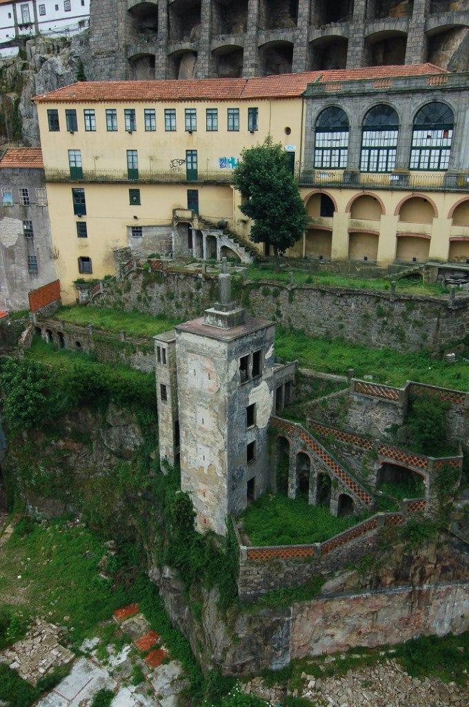 Заброшенные здания в Порту