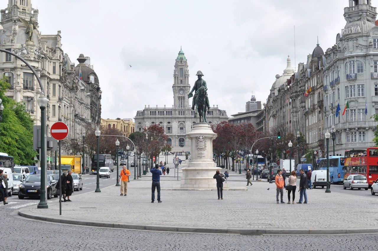 площаль Свободы в Порту