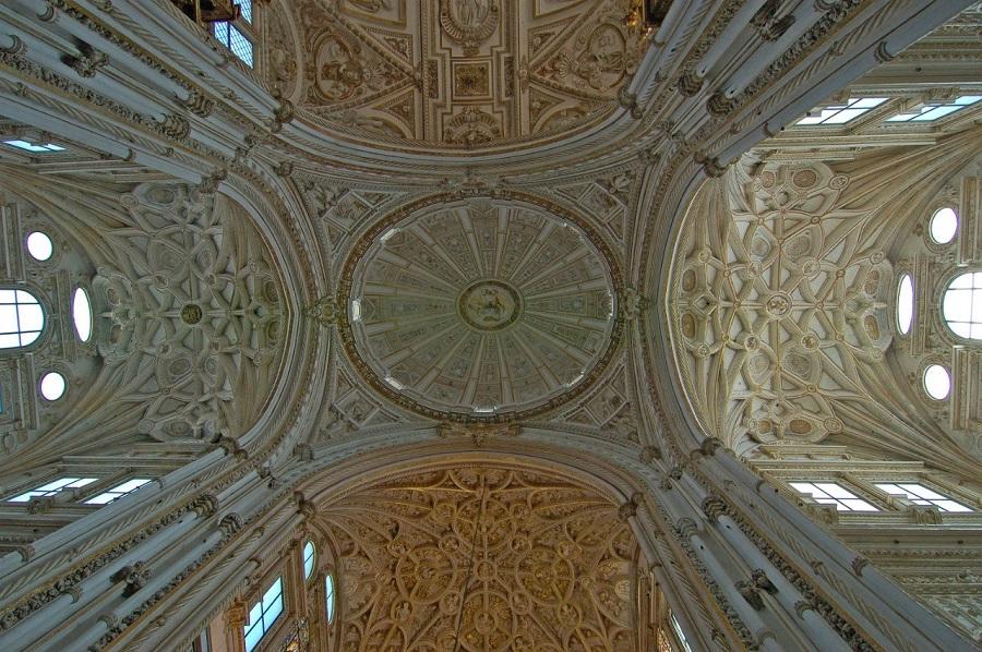 потолок в католическом соборе Мескита