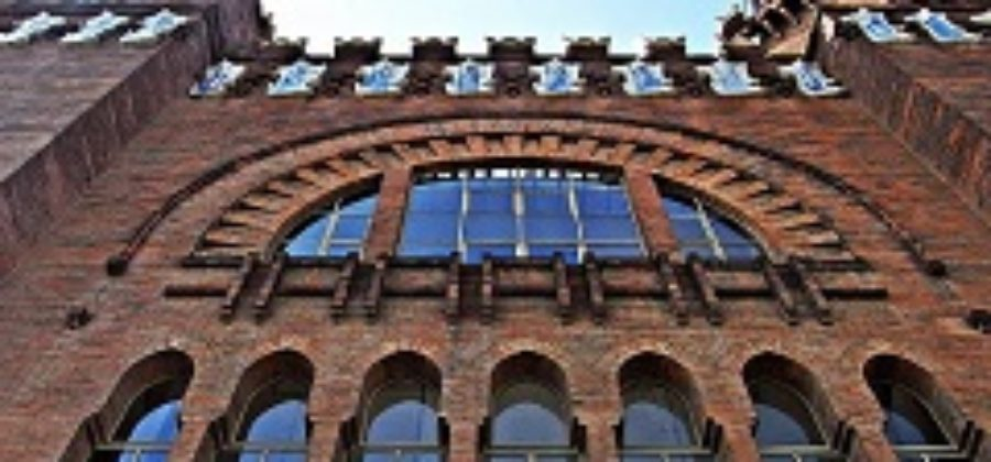 Замок трех драконов — зоологический музей в Барселоне