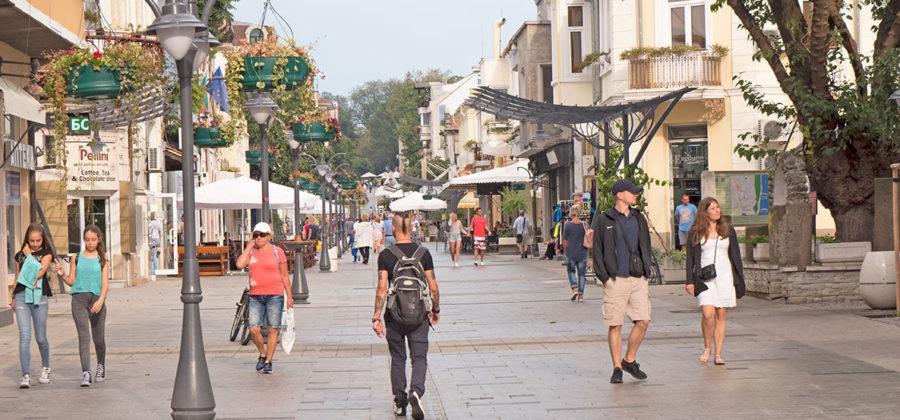 Город Бургас — крутой шопинг и грязный пляж